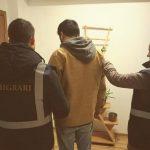 Tunisian cercetat de polițiștii de la Serviciul Imigrări
