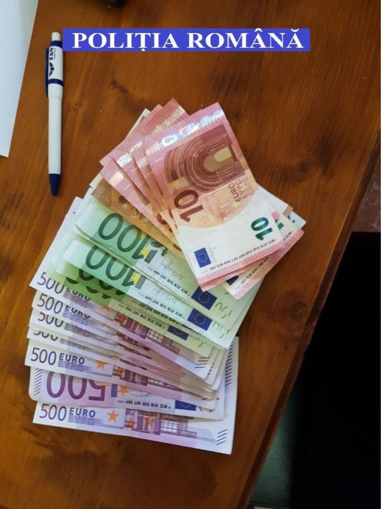 Descinderi la cămătari. Valută şi carduri bancare confiscate