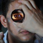 Ce înseamnă când ți se zbate ochiul drept?