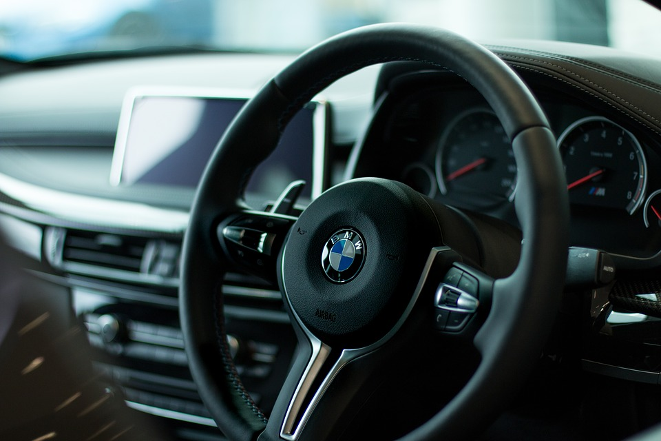 Cinci capcane care se ascund sub capota unei mașini second-hand