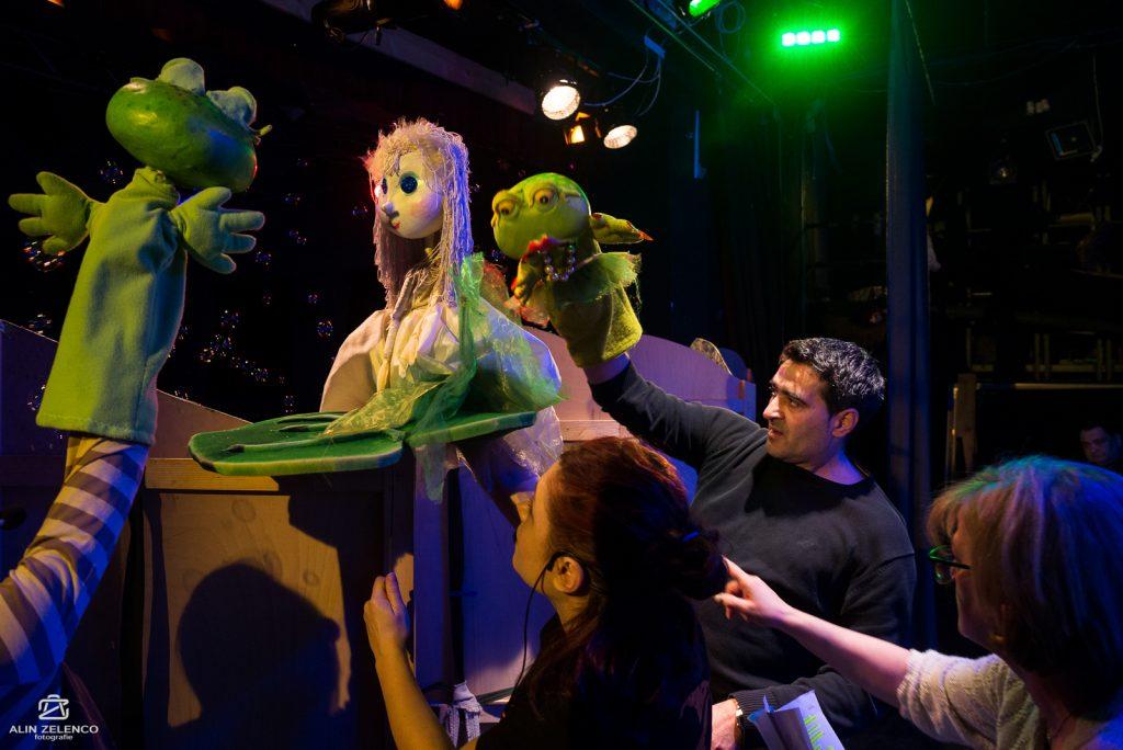 """Degețica vine la Teatrul """"Merlin"""" de Ziua Mondială a Teatrului de Păpuşi"""