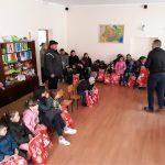 """Consilierul ALDE, Sîrgean Tanasin a fost """"iepuraș"""" pentru copiii din Bobda și Cenei"""