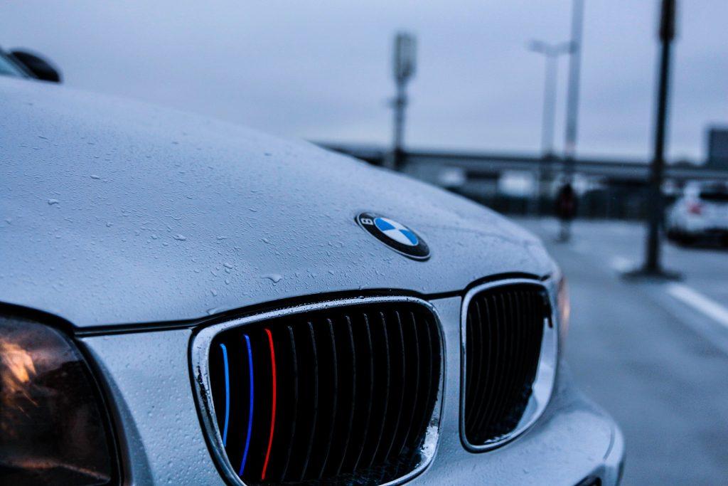 Și-a luat BMW-ul și s-a dat în spectacol pe Podul Michelangelo! Amenda îl lasă fără bani de benzină