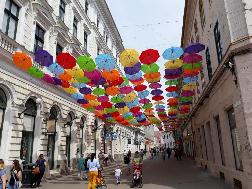 Orban: Oamenii se vor putea plimba după 15 mai, dar în grupuri de cel mult 3 persoane