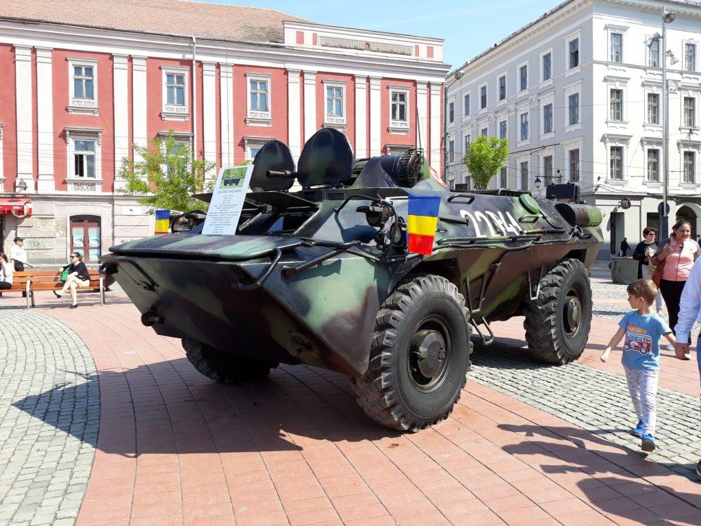Foto: Ziua Forțelor Terestre Române, sărbătorită în Piața Libertății din Timișoara