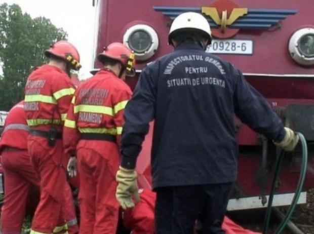 Un tren de călători a lovit un microbuz în Timiş