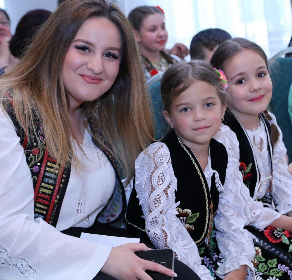 Școala de Arte pregăteşte un spectacol cu folclor din toate zonele ţării