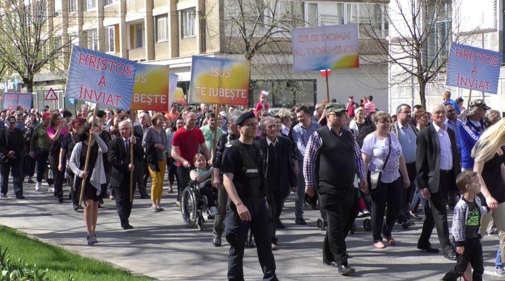Sute de oameni au luat parte la Marşul Învierii, în a doua zi de Paşte