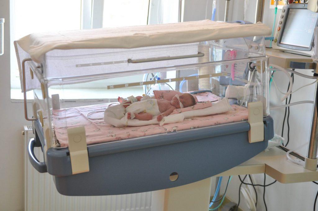 Veste bună! 6 dintre cei 10 bebeluși cu COVID 19 de la Odobescu, rezultat negativ după retestare