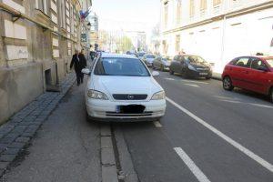 Poliţia Locală atrage atenţia: Nu parcați pe pistele pentru bicicliști!