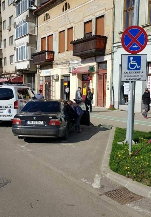 De ce a parcat un echipaj de la Poliția Locală pe un loc destinat persoanelor cu dizabilități în Iosefin