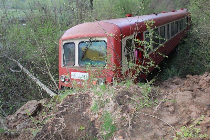 Un tren Regiotrans a deraiat în Caraş-Severin. Câţi călători erau în el