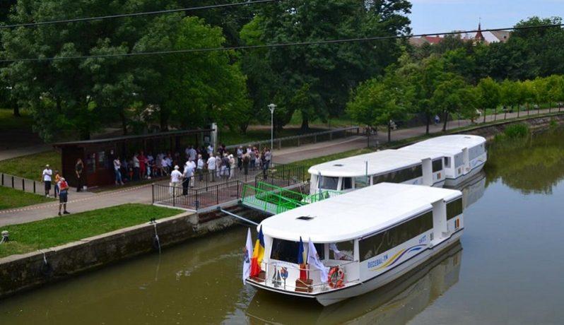 Cele 7 vaporaşe vor circula de joi pe Bega în regim de transport public