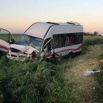 Un om a murit, iar şapte au ajuns la spital, în urma unui accident