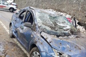 Mașini prinse de avalanșă pe Transfăgărășan. Şoseaua este închisă în această perioadă