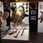Trofee cinegetice autohtone, de vânat african, arme de vânătoare, în cadrul unei expoziții inedite la Muzeul Național al Banatului