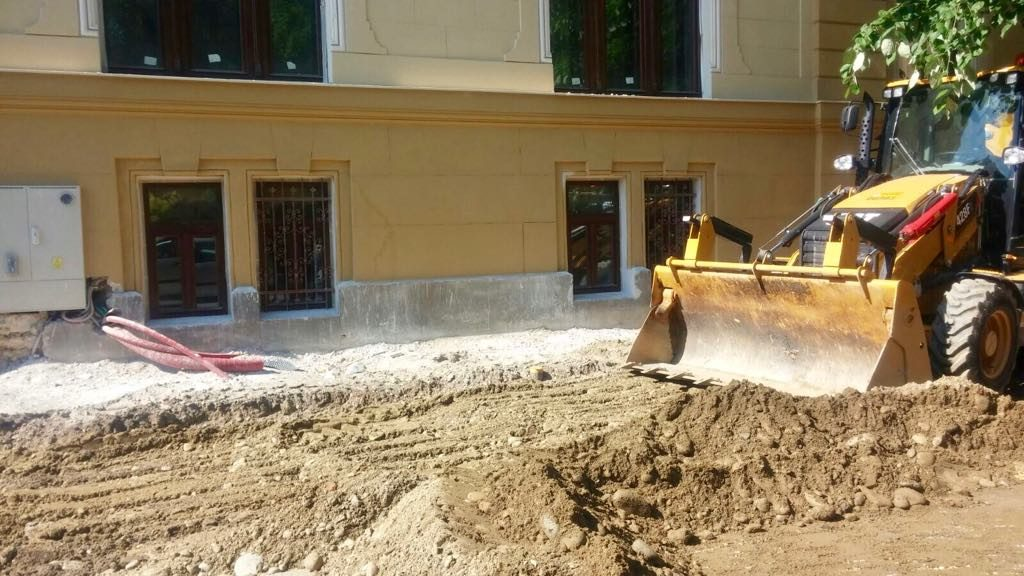 Lucrări de reparații pe mai multe străzi