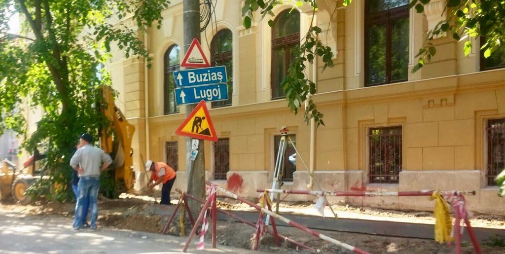 Restricții de circulație pe anumite tronsoane. Se fac lucrări de reparații ale străzilor