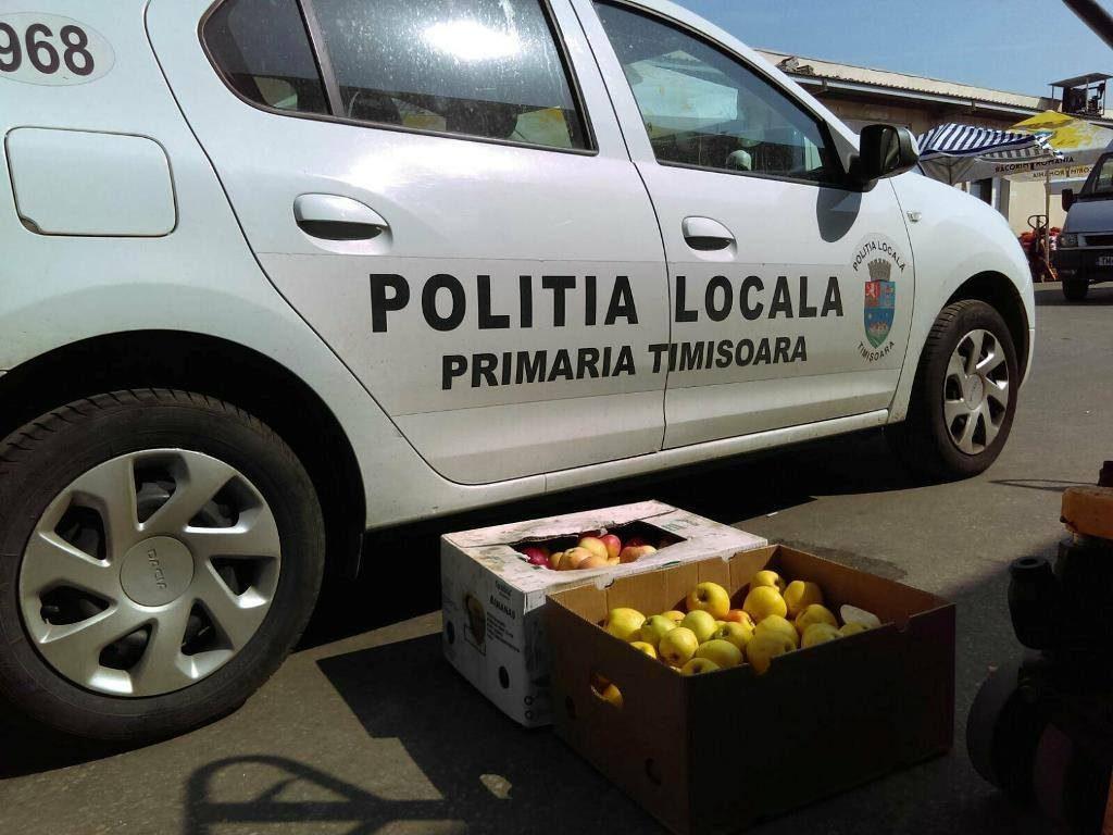 """A vândut mere de import și a fost interzis în piețele volante din Timișoara! Un an stă """"pe tușă"""""""