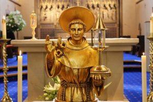 O bucată din moaștele Sf. Anton de Padova, purtată în biserici din vestul României