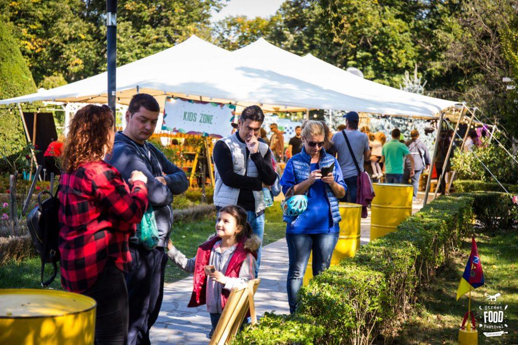 Disco-Soup, pâine în țăst, balmoș gugulan, ateliere creative, muzică în Parcul Rozelor