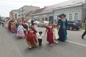 Ziua Colonadei sărbătorită la Buziaș. Parada costumelor de epocă