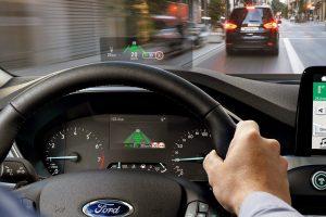 VIDEO. Ford Focus elimină reflexiile orbitoare împrumutând tehnologii de la avioanele de vânătoare