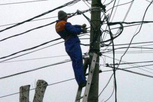 Zeci de gospodării din Giroc rămân fără curent electric