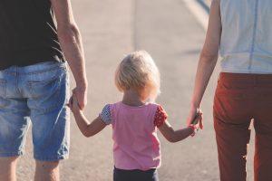 50% dintre părinții români își abuzează copiii sub diverse forme