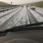 Furtuni puternice în vestul țării. Autostrada Timișoara-Lugoj, acoperită de grindină