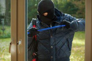 """Cum vă feriţi de furturi. Poliţiştii au demarat campania """"Prevenirea, cheia siguranței"""""""