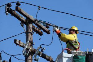 Se întrerupe furnizarea energiei electrice în Săcălaz