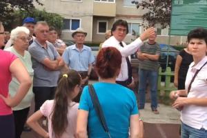 Primarul Nicolae Robu se întâlnește cu locuitorii din Piaţa Traian