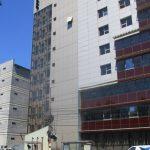 Compania ASIROM, amendată pentru o placă desprinsă de pe faţada sediului din Piaţa Consiliul Europei