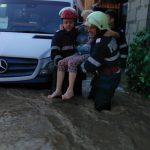 Mai mulți oameni au fost evacuați de pompieri dintr-un sat arădean