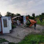 """Foto: """"Grupare"""" de boschetari cu cartier de colibe ridicat în Ronaț, la Timișoara, anihilată"""