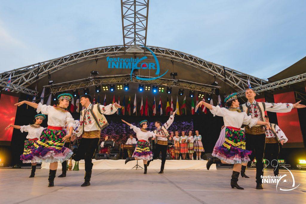 Ansambluri din România, India, Elveţia, Columbia şi alte ţări vin în iulie la Festivalul Inimilor