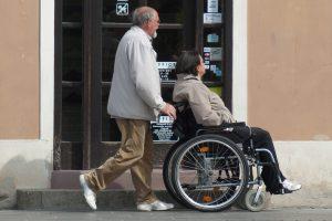 Drepturile tuturor persoanelor cu dizabilități din România, modificate de Guvern. Vezi noutățile!