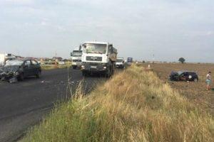Două maşini s-au ciocnit frontal pe centura Timişoarei. Trei persoane au fost rănite