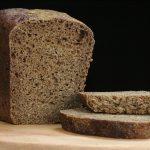 """Pâinea """"neagră"""": peste 20% din produse au peste 6 E-uri și conțin cantități maxime de zahăr de până la 5,4g/100g"""