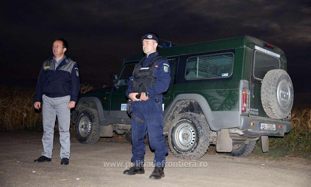 Doi cetăţeni albanezi opriţi la frontiera cu Serbia