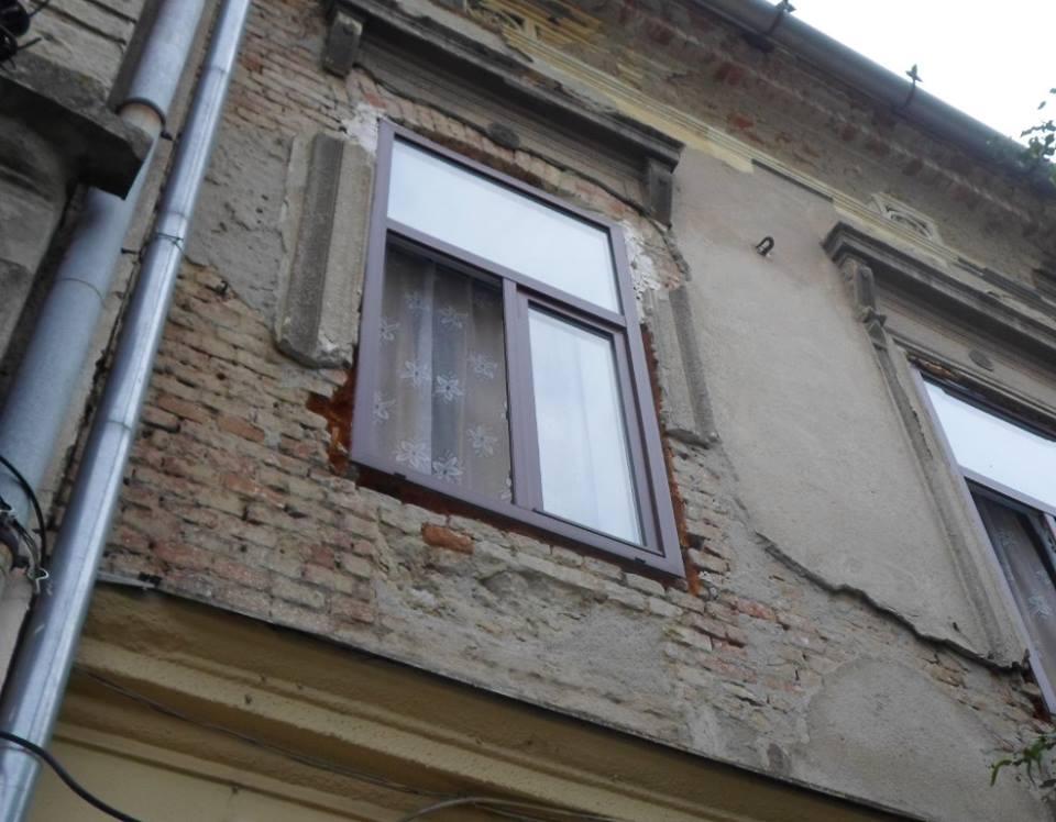 Peste o sută de sancțiuni aplicate de polițiștii locali proprietarilor de imobile care nu au întreținut fațadele