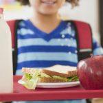 Elevii vor primi lapte, fructe şi legume la şcoală graţie unui program european