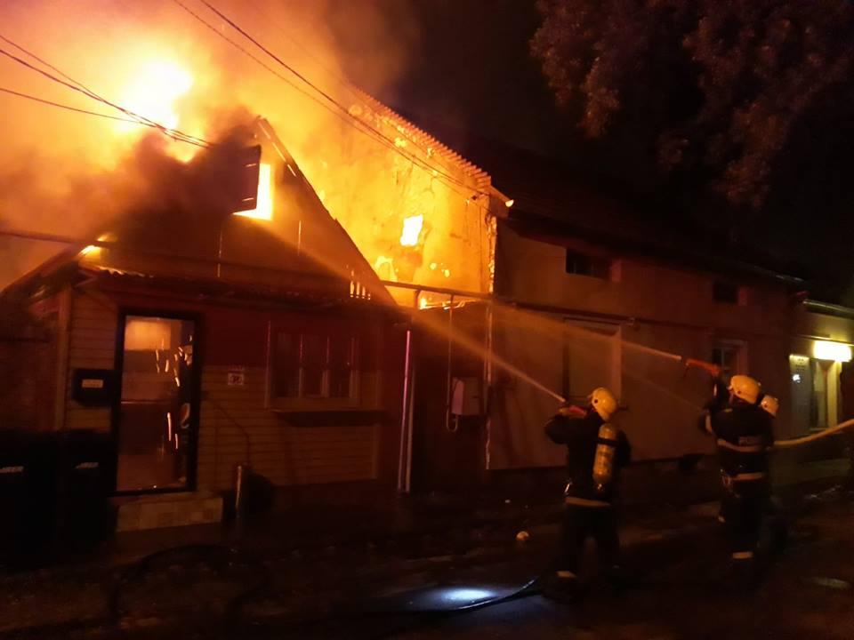 Peste o sută de incendii au fost stinse luna trecută de pompierii timișeni