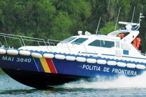 Polițiștii de frontieră au salvat trei persoane aflate într-un iaht ce plutea în derivă pe Dunăre