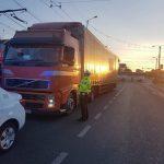 Cu TIR-ul prin zone interzise. 22 de şoferi, amendaţi de polițiștii locali