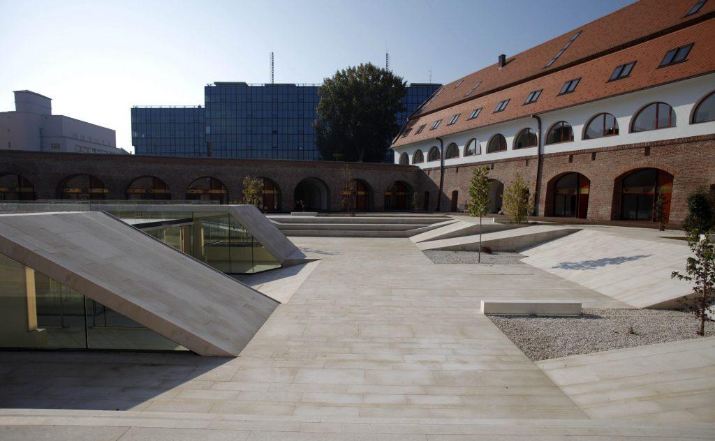 Consiliul Judeţean scoate la licitaţie două spații la Bastion