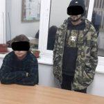 """Trei tineri, prinşi de poliţiştii locali în ofsaid. Unde au fumat """"iarbă"""""""