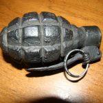 Un elev din Bocşa a mers la şcoală cu o grenadă