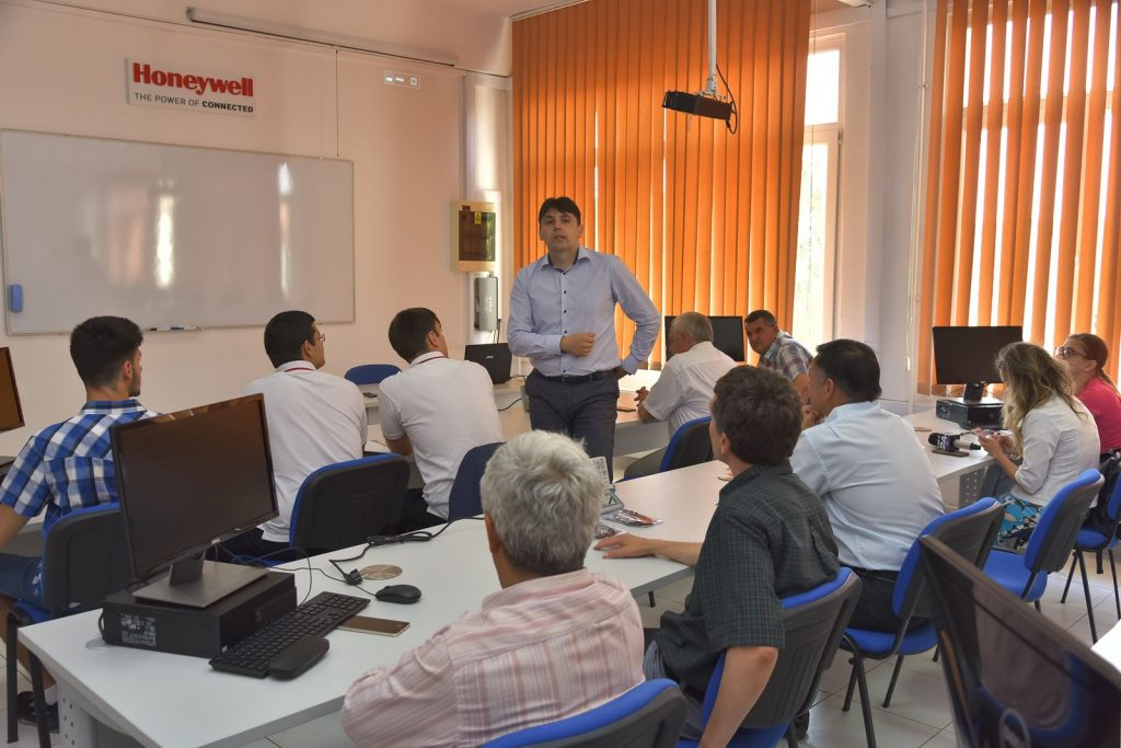 O colaborare de succes: la UPT se inaugurează al treilea laborator Honeywell
